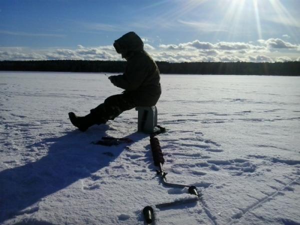 Советы как нужно одеваться на зимнюю рыбалку. Правильная одежда для зимней рыбалки